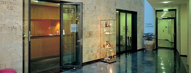 Porte tagliafuoco o porte antincendio per interni, dai profili molto sottili. Porte REI 60.