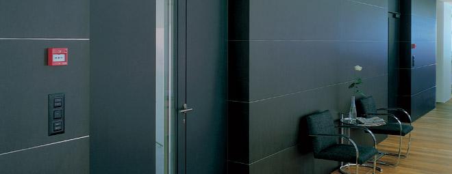 Porta tagliafuoco o porta antincendio di design. Caratterizzata da un notevole impatto stilistico. Porte REI 90